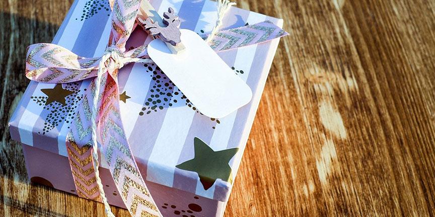 Sac papier : un sac cadeau ? un paquet cadeau?